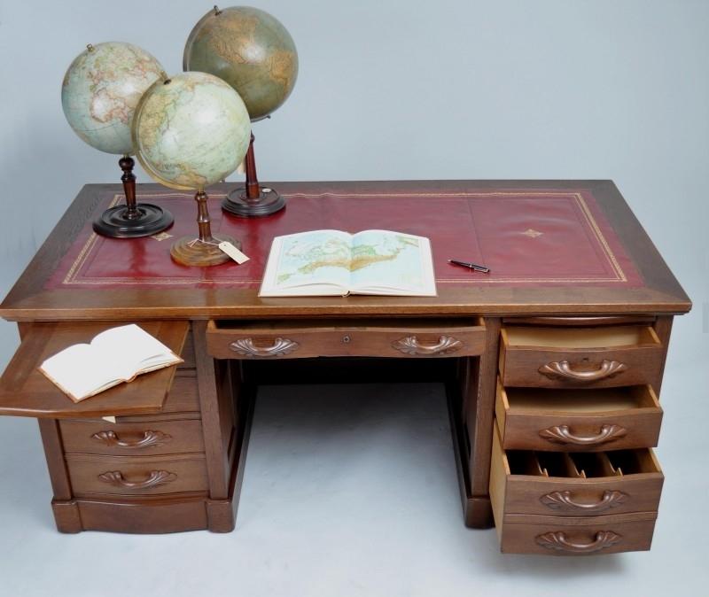Groot Antiek Bureau.Antieke Bureaus Groot Stoer Herenbureau Ca 1875 Met