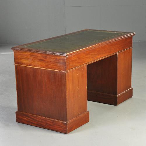 Antiek Bureau Klein.Antieke Bureaus Strak Klein Bureau In Mahonie Ca 1875 Met