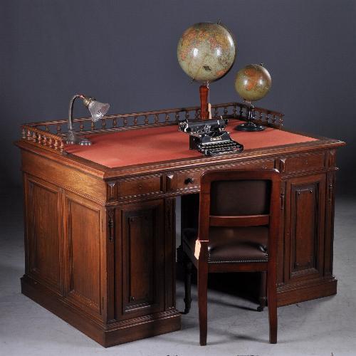 Antieke bureaus / Zeer hoog herenbureau met dubbel werkblad ca. 1880 Hollands (No-942855)