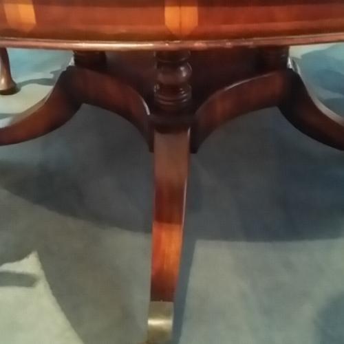 Notenhouten Uitschuifbare Eettafel.Antieke Tafels Grote Ronde Notenhouten Tafel Niet Antiek