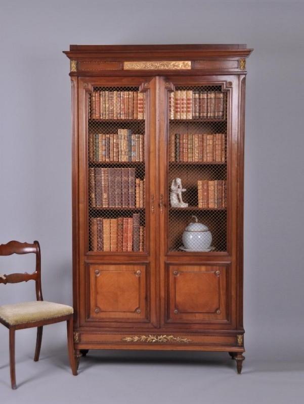 Antieke Kasten Franse Boekenkast Met Gaaspanelen Notenhout