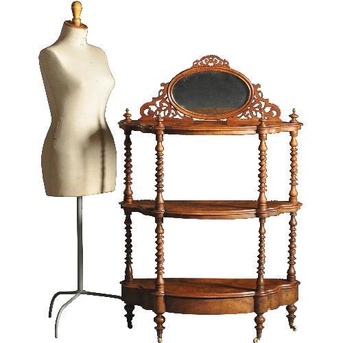 Antieke bijzettafels / Sprookjesachtige blikvanger  ca. 1860  notenhouten  etagère met spiegeltje en lade (No.422058)