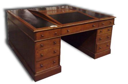 Antiek bureau met leer