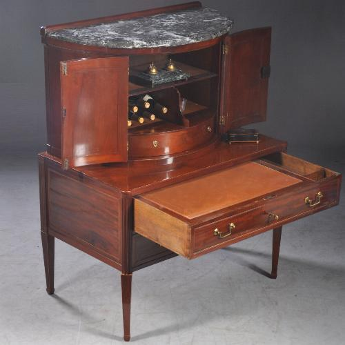 Antieke drankenkabinet wijkast barmeubel of toch een bureau