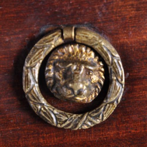 Bronzen ladetrekker empire nachtkastje