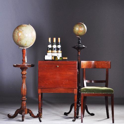 Drankenkastje met wijntafel en stoel