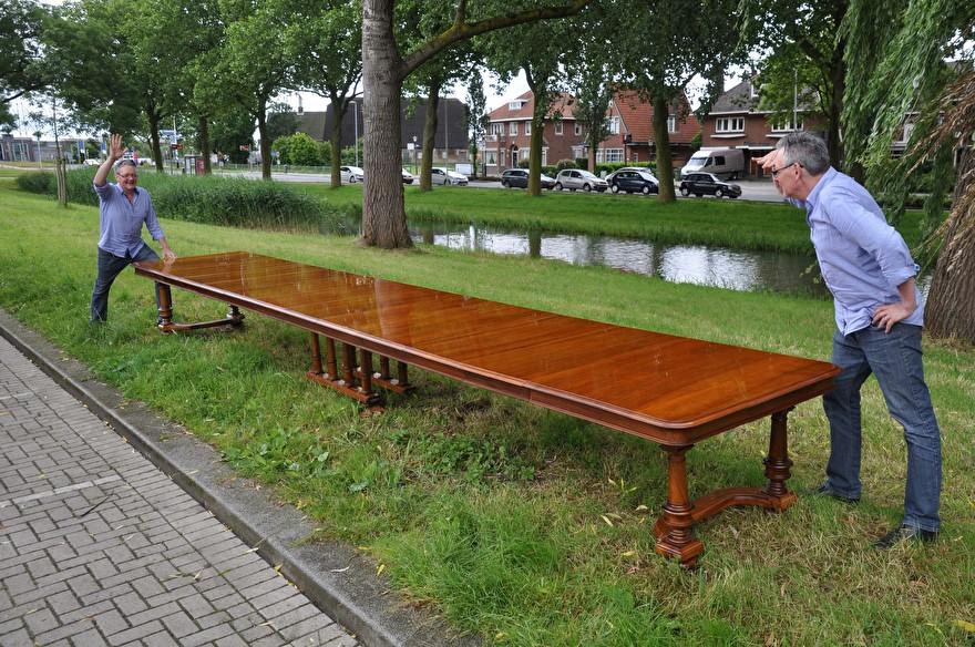 Antieke tafel van meer dan 6 meter