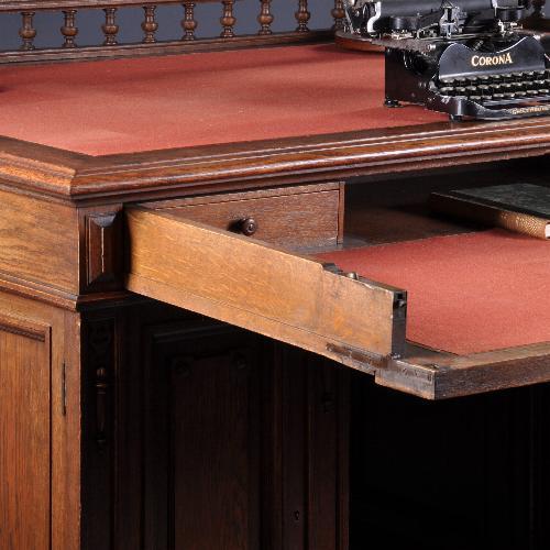Antiek bureau met dubbel werkblad zijdeur
