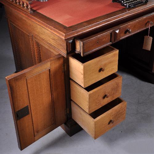 antieke bureaus voor lange mensen