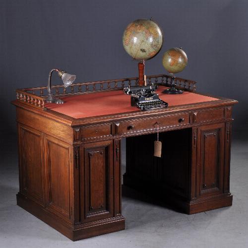 Antiek bureau plat hoog