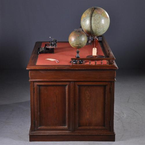 Antieke bureaus