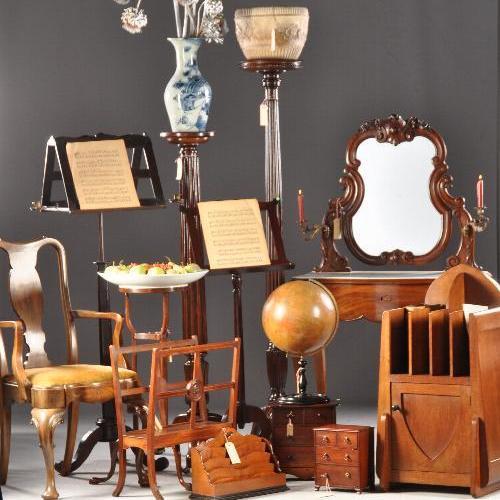 Antieke bijzettafels, wijntafels, zuilen, piedestals, hangoortafels, pembroke tables, sidetables etc.