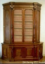 Antieke bibliotheekkast uit een notariskantoor.