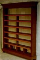 antieke boekenkast open