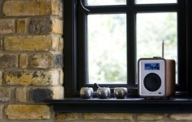 Vita Audio R1 MKII  DAB, DAB+ and FM Tuner met RDS in walnoot
