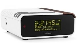 Pure Milano DAB+ en FM wekkerradio in slaapkamerwit met warm hout
