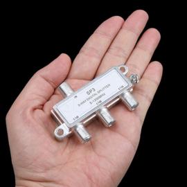 Antenne splitser / 3 weg verdeler met F connectoren