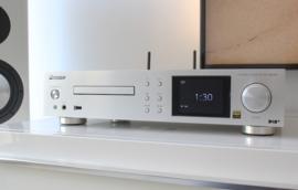 Pioneer NC-50DAB stereo receiver / netwerkspeler met DAB+ en CD, zilver