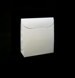 Triangle small; 7x3,5x8cm, verpakt per 100 stuks