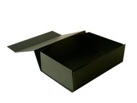 Gift Box DeLuxe; luxe geschenkdoos mat gelamineerd, ZWART 31x22x5cm, A4, verpakt per 25 stuks.