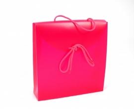 Geschenkverpakkingen: Gift Bag, 24x6x26cm, DARKPINK, verpakt per 50 stuks