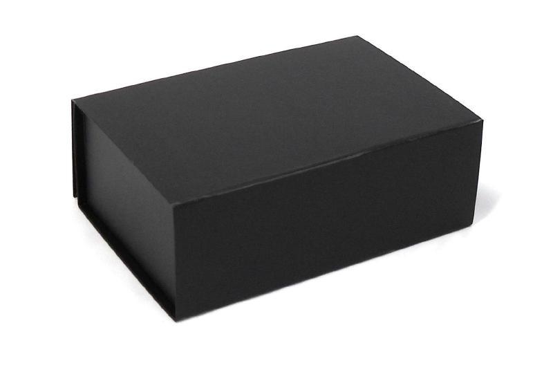 Gift Box DeLuxe; luxe geschenkdoos mat gelamineerd, ZWART 31x22x9cm, verpakt per 25 stuks.