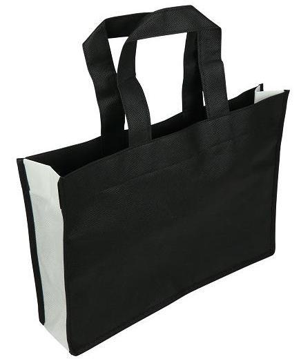 NON Woven draagtas lus/zijvouw, BEDRUKT MET UW LOGO formaat 35+8x25cm, zwart/wit. Vanaf 300 stuks.