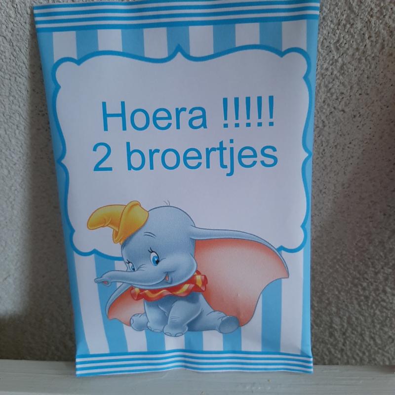 HOERA 2 BROERTJES MET ZAKJE CHIPS OF POPCORN