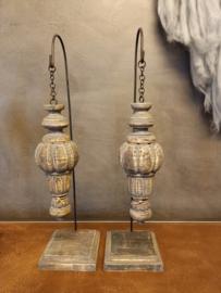 Stoer hangend ornament / pinakel op voet maat M