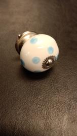 Kastknopje gebroken wit met blauwe stippen