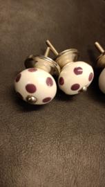 Klein kastknopje met paarse stippen