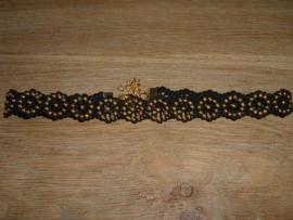 Mooie sjieke zwarte choker met goudkleurige studs