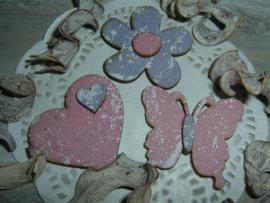 Leuke houten bloemetjes, hartjes en vlindertjes