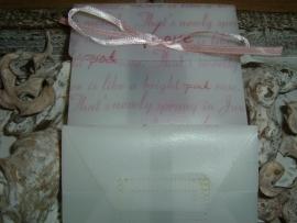 Mooie cadeauverpakkingen met love letters en rozen