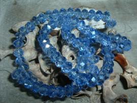 25 Stuks mooie Top Facet kralen in kristal licht saffier van 6 x 4 mm.