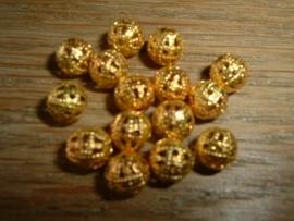 Mooie goudkleurige opengewerkte kralen van 10 mm.