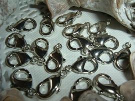 Mooie ovale antiek ziverkleurige sluitingen van 15 mm.