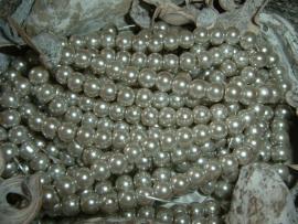 50 Stuks mooie zilver taupe glasparels 6 mm.