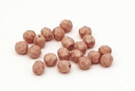20 Stuks mooie koraal roze Top facet kralen  van 6 mm.
