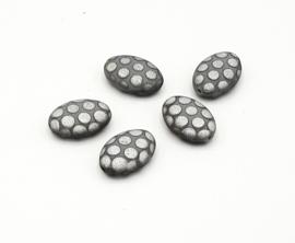Mooie gebolde ovale DQ glaskralen in mat grijs met zilver