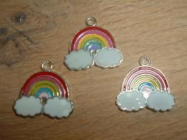 Vrolijk gekleurde hangertjes in de vorm van een regenboog
