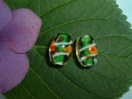 Transparante glaskralen met groene kern en een gekleurde versiering 15 mm.