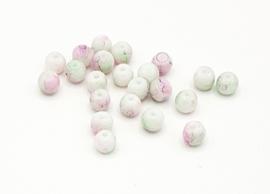 50 Stuks mooie gemêleerde lichtgroen/roze glaskralen 6 mm.