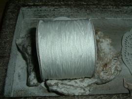 Mooi wit macrame draad van 0.7 mm.