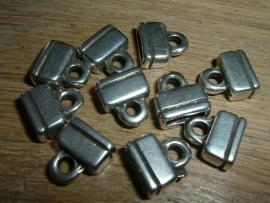 Mooie antiek zilverkleurige eindkapjes van 13 x 12 mm.