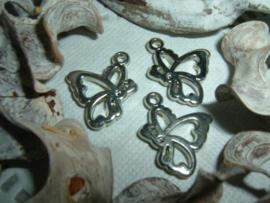 Mooie zilverkleurige hangertjes/bedeltjes van een vlindertje