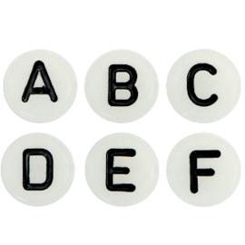 Mooie ronde witte letterkralen met zwarte letters
