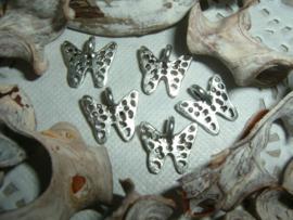 Mooie zilverkleurige hangertjes van een vlindertje
