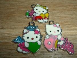 3  Verschillende soorten Hello Kitty hangertjes