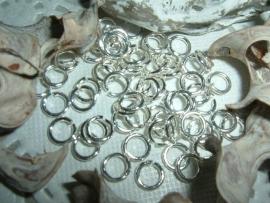 50 Stuks mooie silver plated ringetjes 6 mm.